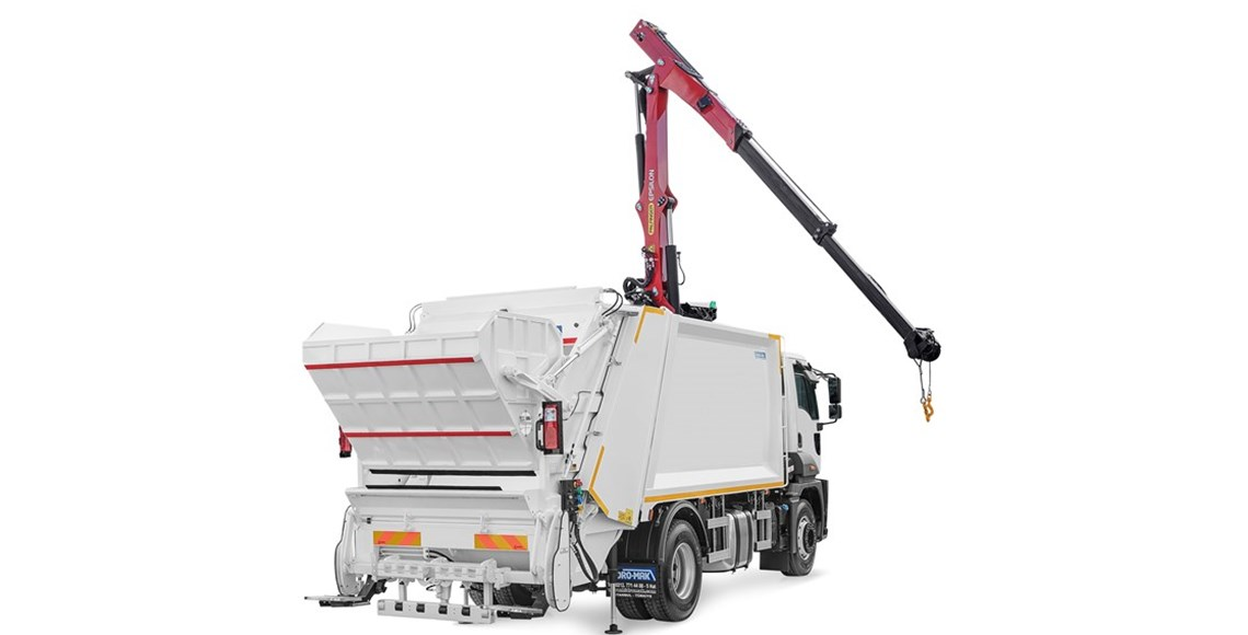 Rear Loading Hydraulic Garbage Compactor Equipped with Overhead Crane