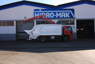 Rear Loading Garbage Truck with HV1000 Hidro-Mak Crane Ford 18.32DC