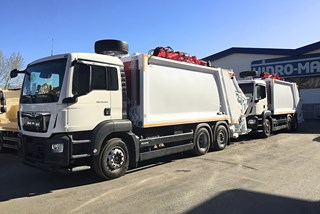 Refuse Truck with crane for underground container