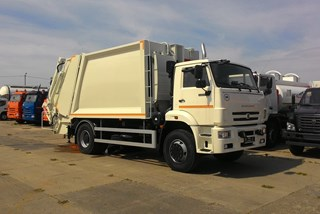 Kamaz Rear Loader with Skip Loader Arm