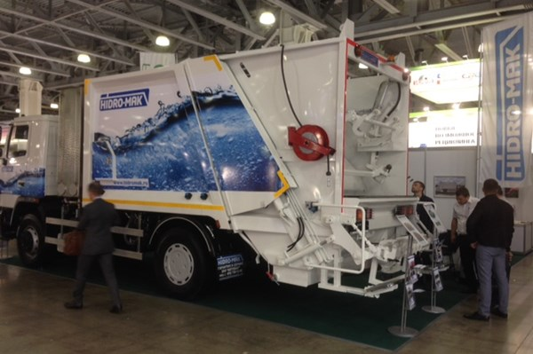 refuse container washing system garbage truck