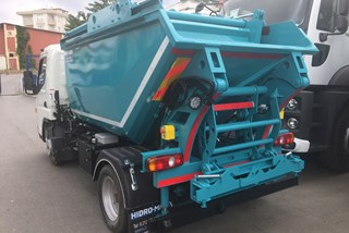 Mini Tipper with Compaction and Container Lifting Device